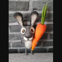 "Сувенир ""Кролик с морковкой"""