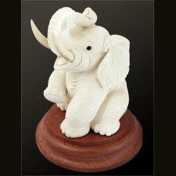 Слон на подставке