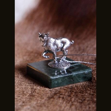 """Статуэтка серебряная """"Коза на постаменте"""""""