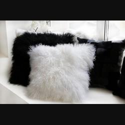 Подушка из меха ламы белая