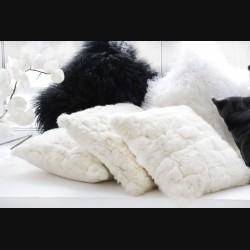 Подушка из меха кролика бежевая