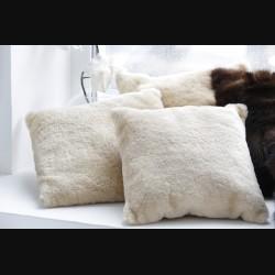 Подушка из меха овчины бежевая