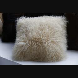 Подушка из меха ламы бежевая
